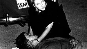 2-juni-1967-friederike-hausmann-beugt-sich-ueber-den-erschossenen-benno-ohnesorg-